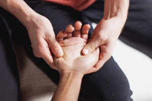 hand massage techniques picture